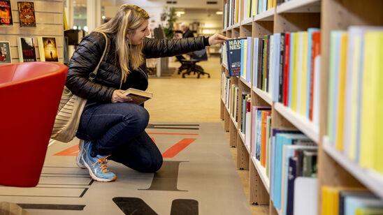 Fra mandag den 25. maj får lånerne igen adgang til bogreolerne