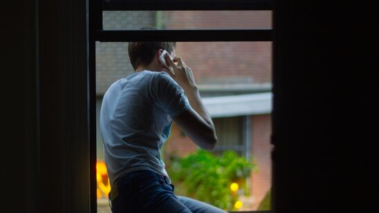 Få gældsrådgivning over telefonen eller på mail