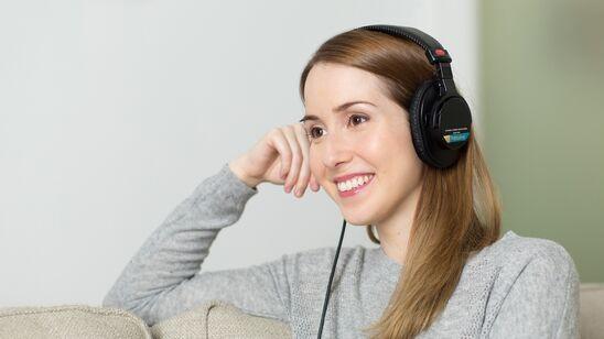 I december kan du lytte til ligeså mange lydbøger fra eReolen, som du orker