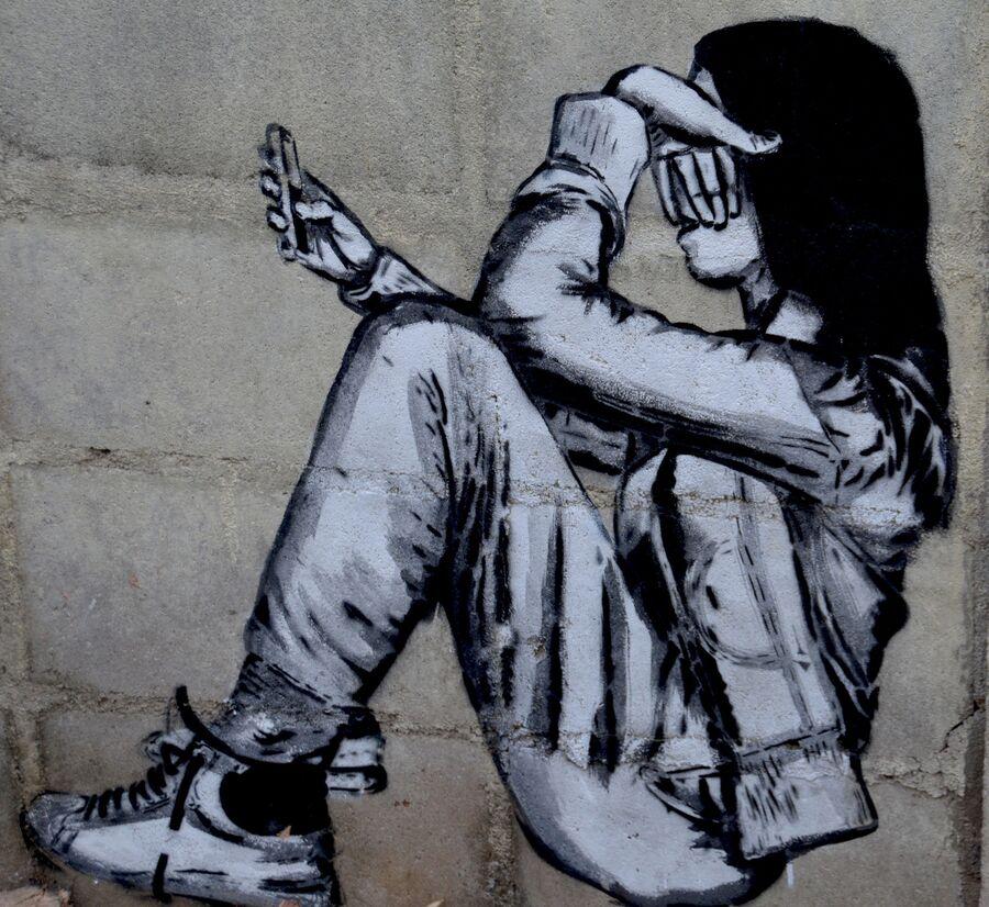 ung kvinde med mobil