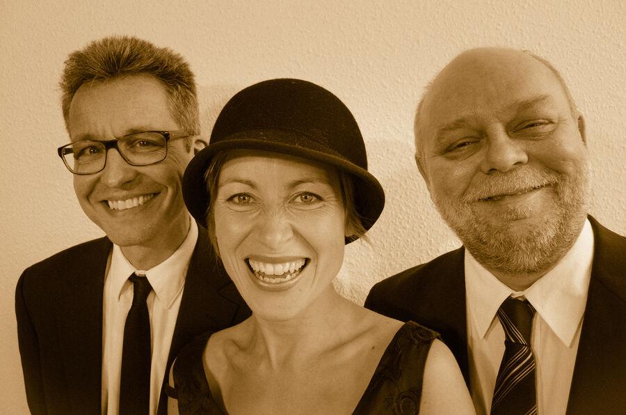 Oplev trioen Et letsindigt ord, når de giver koncert til klubarrangemenet Dengang under besættelsen