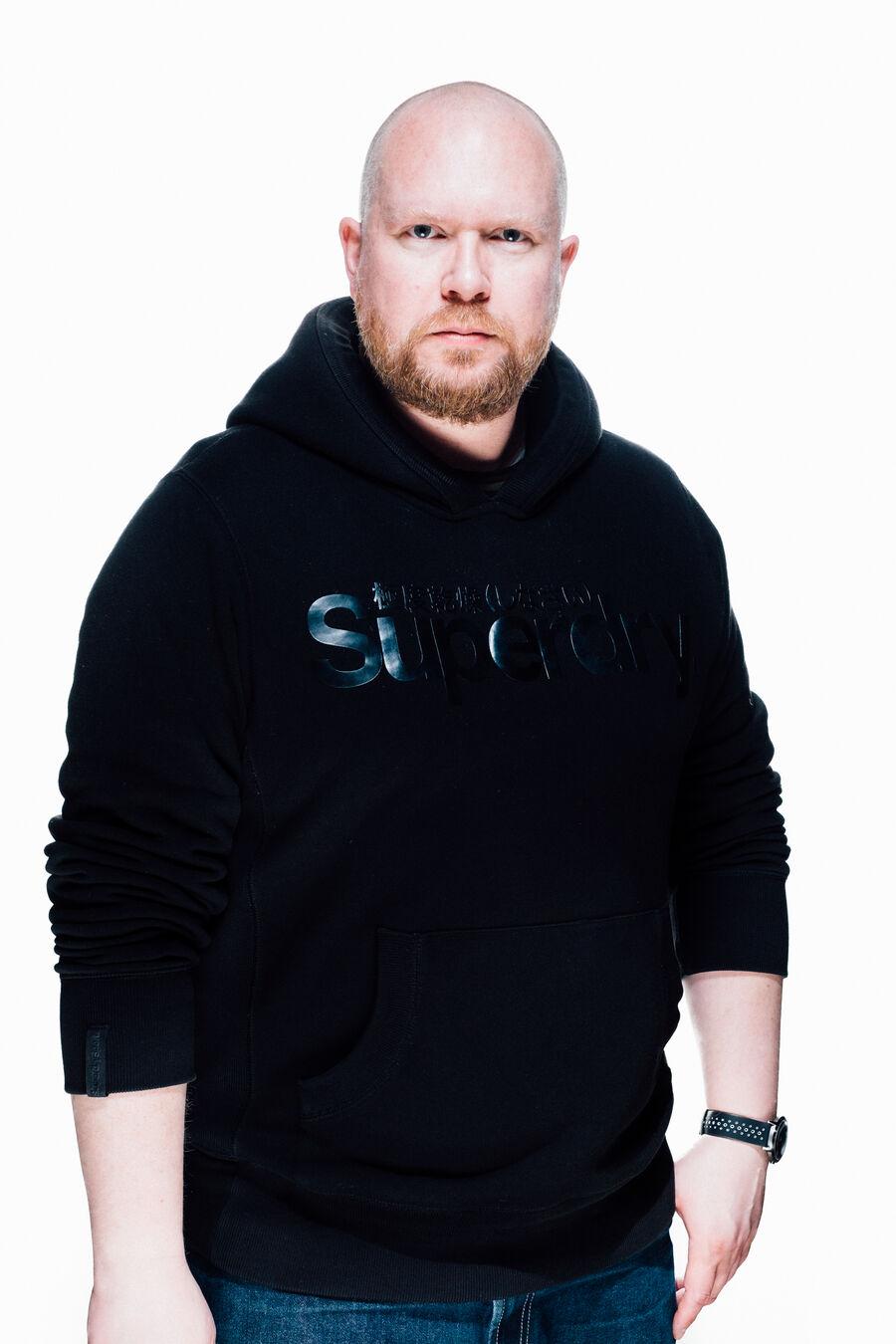 Forfatter Jonas T. Bengtsson kommer til Nykøbing i forbindelse med læse- og skrivekampagnen Hvem er Danmark?