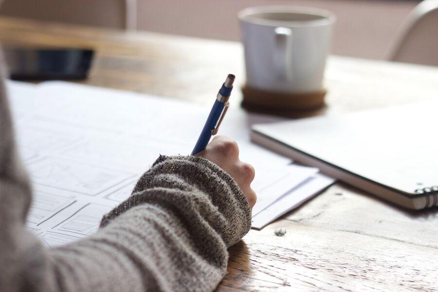 Hånd der skriver